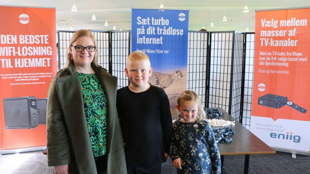 Mikkel Guldhammer på 9 år har lige spillet sin anden FIFA-kamp i turneringen. Med til at heppe på ham er mor Pernille Guldhammer og lillesøster Katrine Guldhammer.