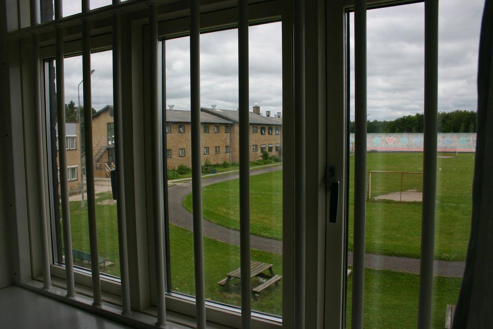 Fængselsbetjent overfaldet af psykisk syg indsat