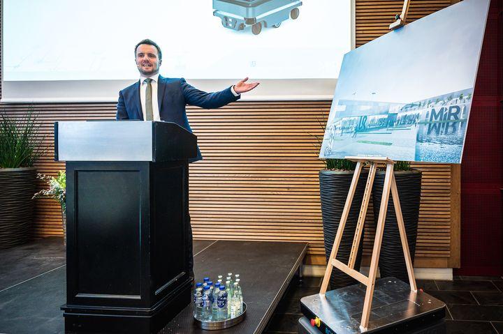 I dag løftede erhvervsminister Simon Kollerup sløret for, hvad der skal være hjemsted for de to flagskibe i den blomstrende danske robotindustri.