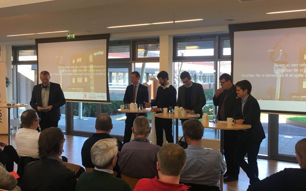 Martin Romvig, adm direktør i Eniig, Thomas Danielsen (V), Jens Joel (S), Alex Vanopslagh (LA), Søren Egge Rasmussen (E) og Andreas Steenberg (RV) til valgdebat hos Eniig