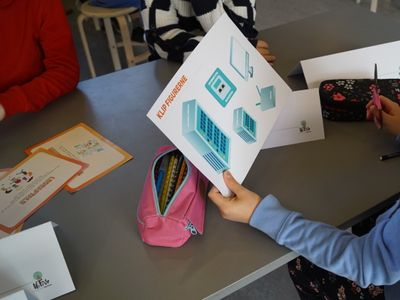 TDC og Danske Skoleelever vil sikre digital dannelse i de små klasser