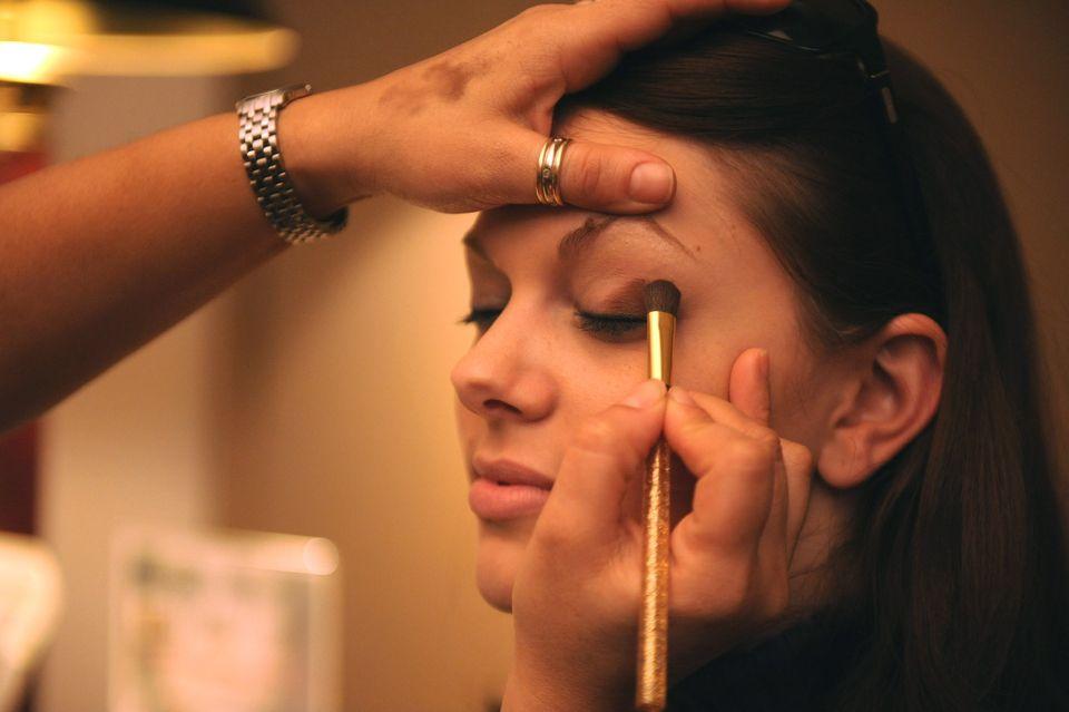 Nyt til badeværelset: Få rene makeupbørster på få sekunder