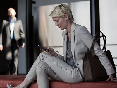 Kvinder får færre digitale fordele på jobbet