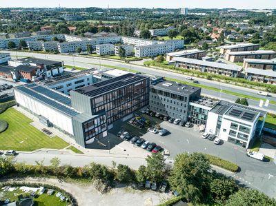 Luftfoto-illustration af tilbygning. Grafik: Cubo Arkitekter