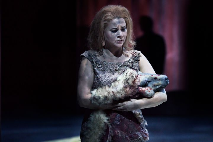 Sine Bundgaard i The Exterminating Angel. Foto: Camilla Winther