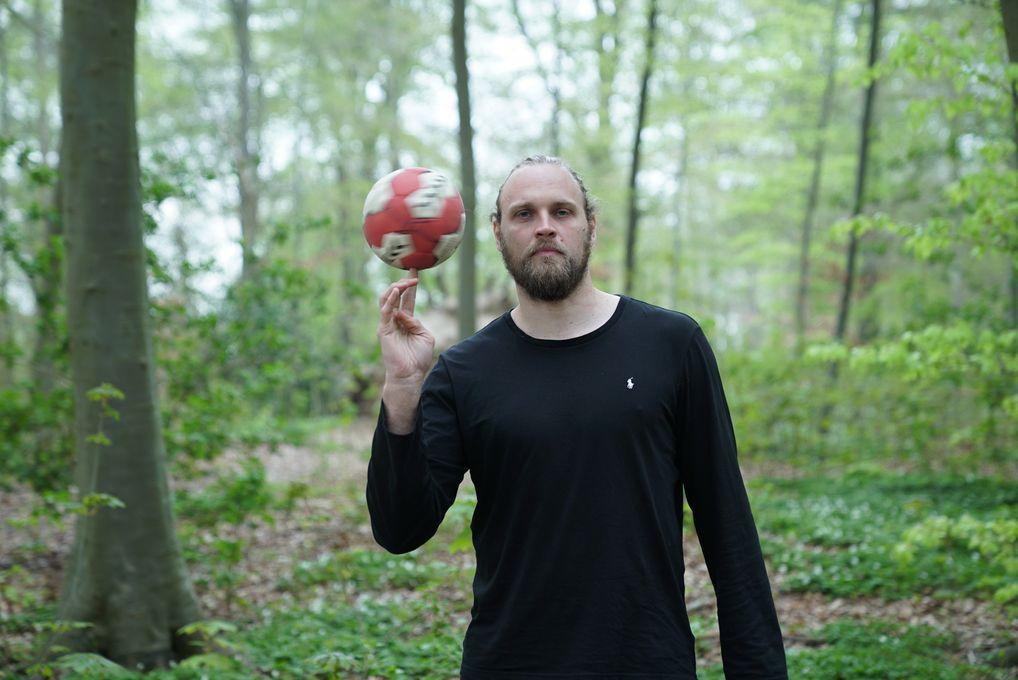 Henrik Møllgaard, verdensmester med håndboldlandsholdet, synes det er vigtigt at anerkende de mange frivilliges indsats rundt omkring i klubber og foreninger.