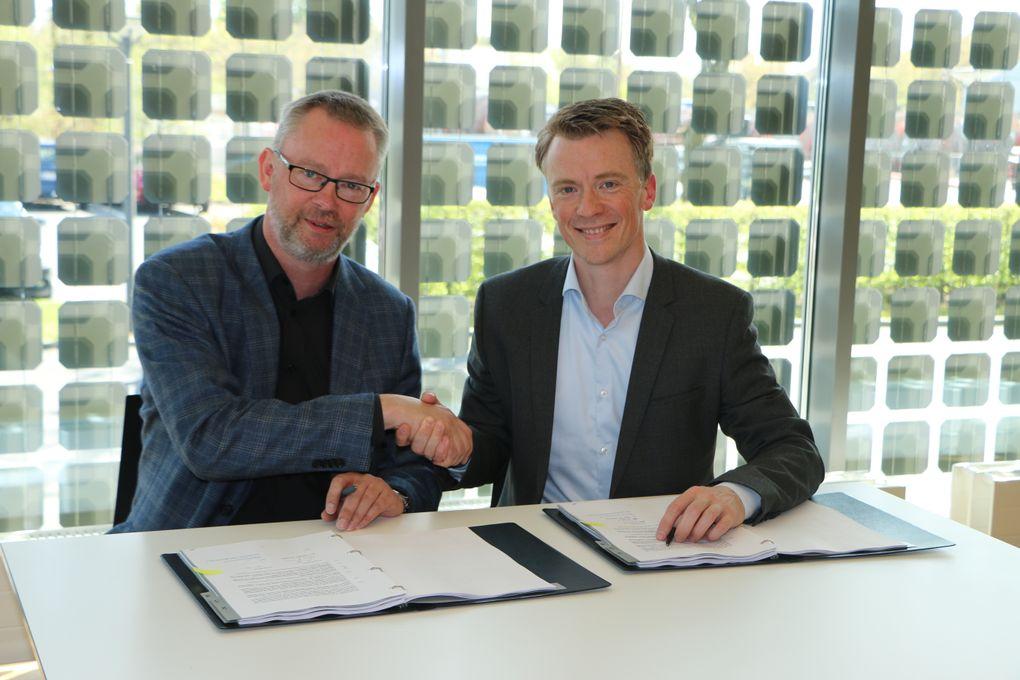 Torben Poulsen, koncerndirektør i SE og Søren Lindgaard, direktør for Eniig Fiber