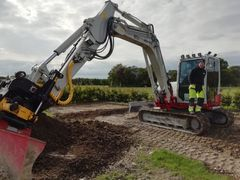 More than 60,000 new excavators in the under-15-tonne weight class are sold each year in Europe alone, and Unicontrol is the sole supplier of a machine control system for these machines.