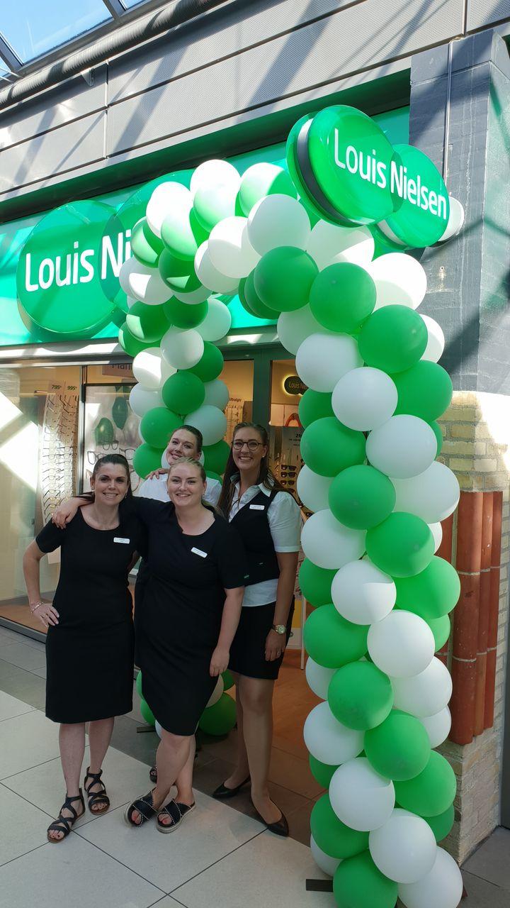 cad299c1ec54 Holdet hos Louis Nielsens ny butik i Veri Centret bød indenfor til  åbningsfest.