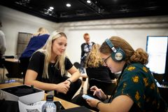 Foto: Bang & Olufsen. Girls' Day in Science 2019
