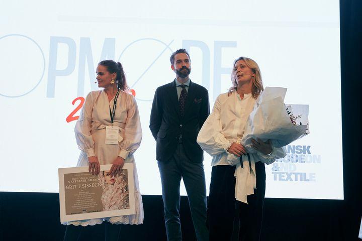 Dansk Mode Textil Haedrer Britt Sisseck Med Next Level Award Dansk Mode Textil