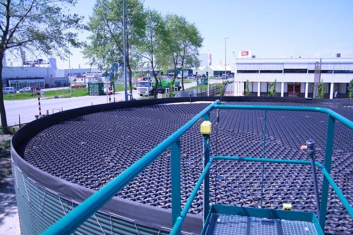 Hexa-Cover er nu godkendt til drikkevand I Australien. Det er en sjældenhed i branchen for genbrugsplast. Foto: Hexa-Cover.